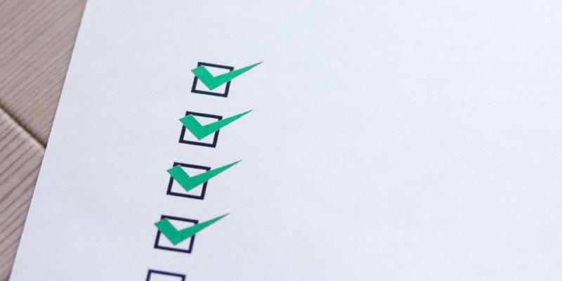 緑色のチェックリスト